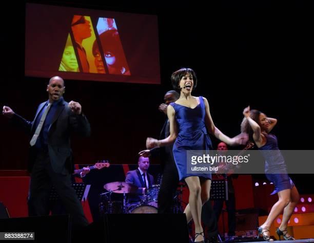 Die Sänger Wilson D Michaels Taryn Nelson Lana Gordon vl aufgenommen bei Proben zu dem Stück Motown Die Legende im Theater am Kudamm in Berlin Regie...