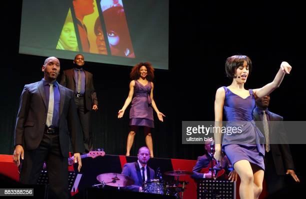 Die Sänger Wilson D Michaels Victor Hugo Barreto Lana Gordon Taryn Nelson Trevor Jackson vl aufgenommen bei Proben zu dem Stück Motown Die Legende im...