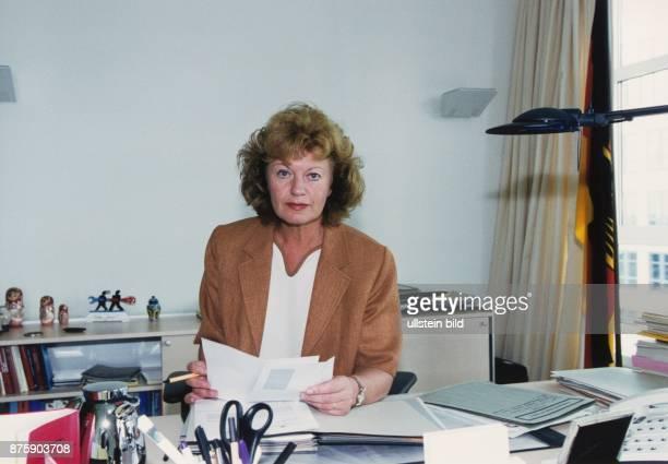 Die SPDPolitikerin Cornelie SonntagWolgast parlamentarische Staatssekretärin im Bundesinnenministerium in ihrem Arbeitszimmer Sie sitzt am...
