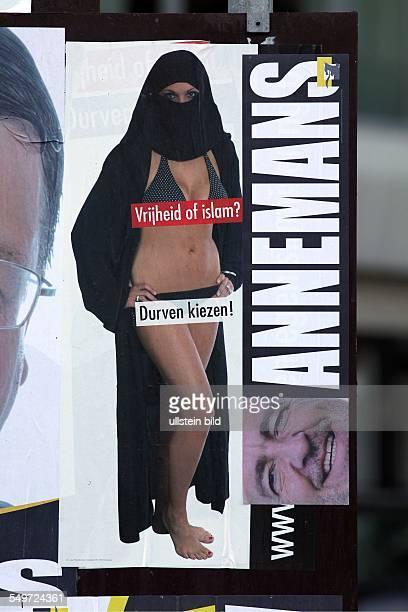 Die Tochter von Filip Dewinter dem Vorsitzenden der belgischen Partei Vlaams Belang posiert auf einem Plakat in einer teilverhüllenden Burka und...