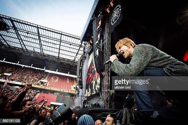 Die Toten Hosen Bergfest der 'Ballast der Republik'Tour Die Toten Hosen bestehen aus Campino Breiti Kuddel Andi und Vom Ritchie RheinEnergie Stadion...