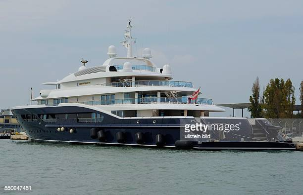 Die Yacht CARINTHIA VII am Ankerplatz in Venedig Italien