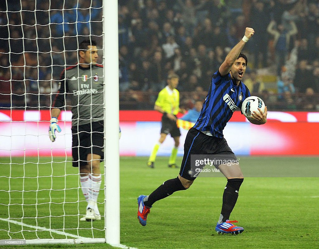 Diego Alberto Milito #22 of Inter Milan celebrates scoring the second goal during the Serie A match between FC Internazionale Milano and AC Milan at Stadio Giuseppe Meazza on May 6, 2012 in Milan, Italy.