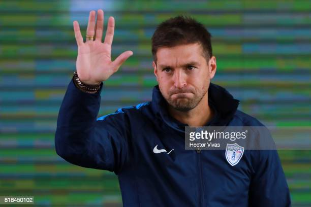 Diego Alonso coach of Pachuca greets the audience during a press conference to unveil Pachuca's new signings at Universidad del Futbol y Ciencias del...
