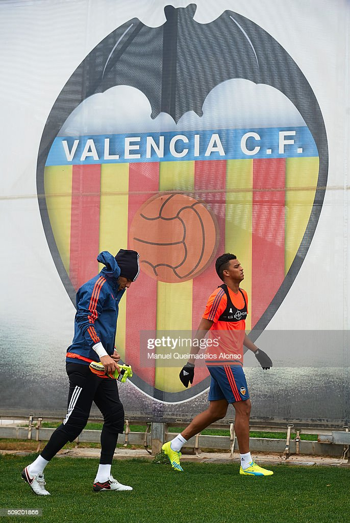 <a gi-track='captionPersonalityLinkClicked' href=/galleries/search?phrase=Diego+Alves&family=editorial&specificpeople=4817250 ng-click='$event.stopPropagation()'>Diego Alves</a> (L) and Aderlan Santos of Valencia arrive for a Valencia CF training session ahead of Wednesday's Copa del Rey Semi Final, second leg match between Valencia CF and FC Barcelona at Paterna Training Centre on February 9, 2016 in Valencia, Spain.