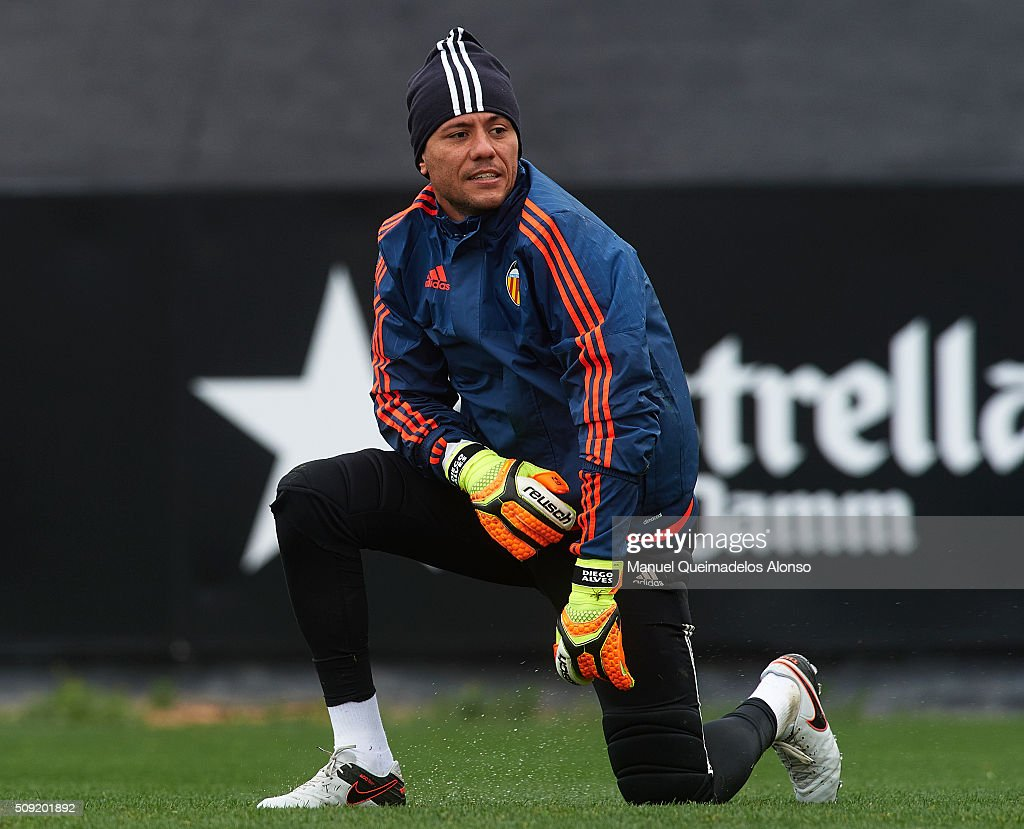 <a gi-track='captionPersonalityLinkClicked' href=/galleries/search?phrase=Diego+Alves&family=editorial&specificpeople=4817250 ng-click='$event.stopPropagation()'>Diego Alves</a> of Valencia CF looks on during a training session ahead of Wednesday's Copa del Rey Semi Final, second leg match between Valencia CF and FC Barcelona at Paterna Training Centre on February 9, 2016 in Valencia, Spain.