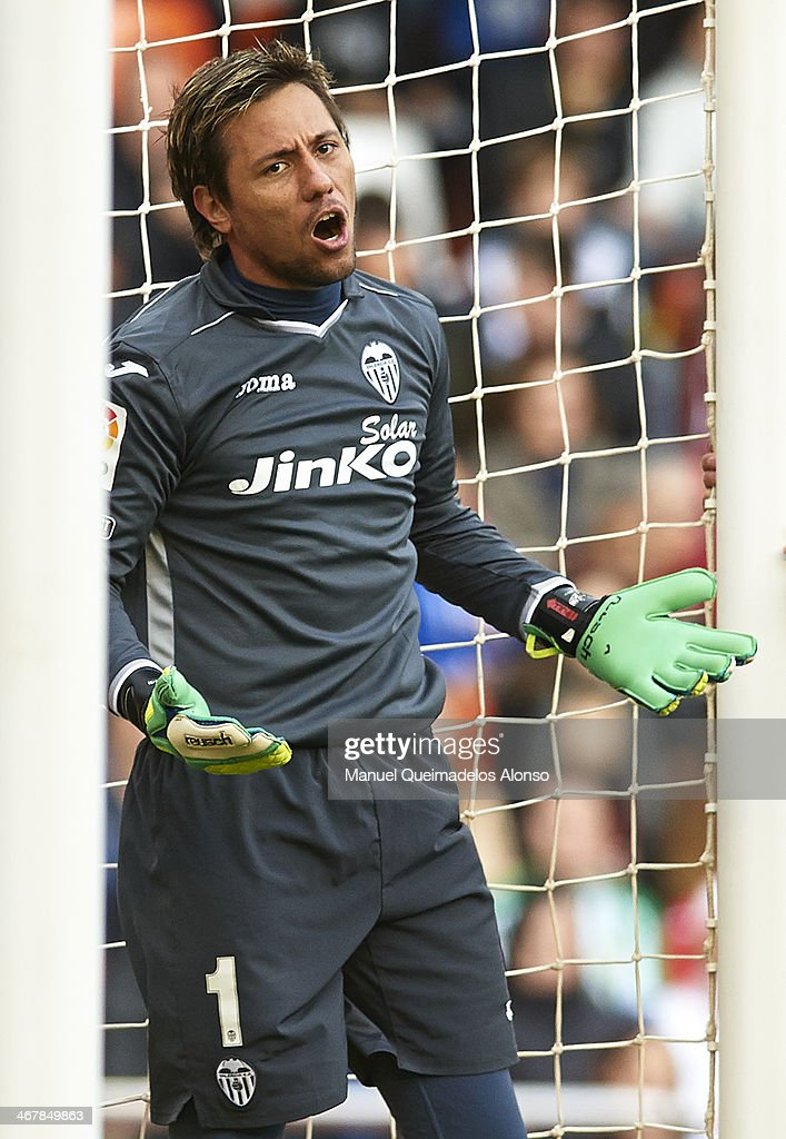<a gi-track='captionPersonalityLinkClicked' href=/galleries/search?phrase=Diego+Alves&family=editorial&specificpeople=4817250 ng-click='$event.stopPropagation()'>Diego Alves</a> of Valencia CF reacts during the La Liga match between Valencia CF and Real Betis Balompie at Estadio Mestalla on February 08, 2014 in Valencia, Spain.