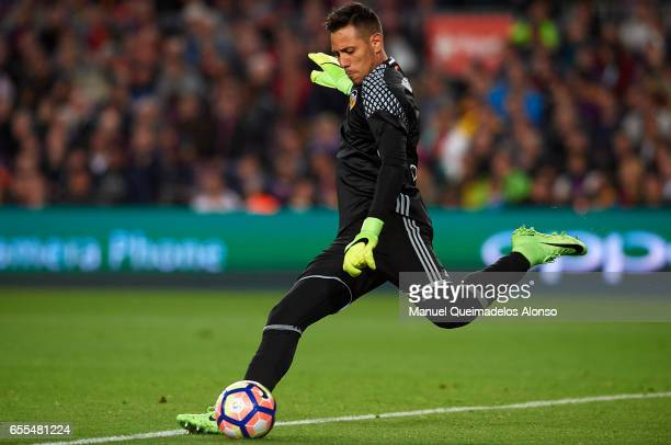 Diego Alves of Valencia in action during the La Liga match between FC Barcelona and Valencia CF at Camp Nou Stadium on March 19 2017 in Barcelona...