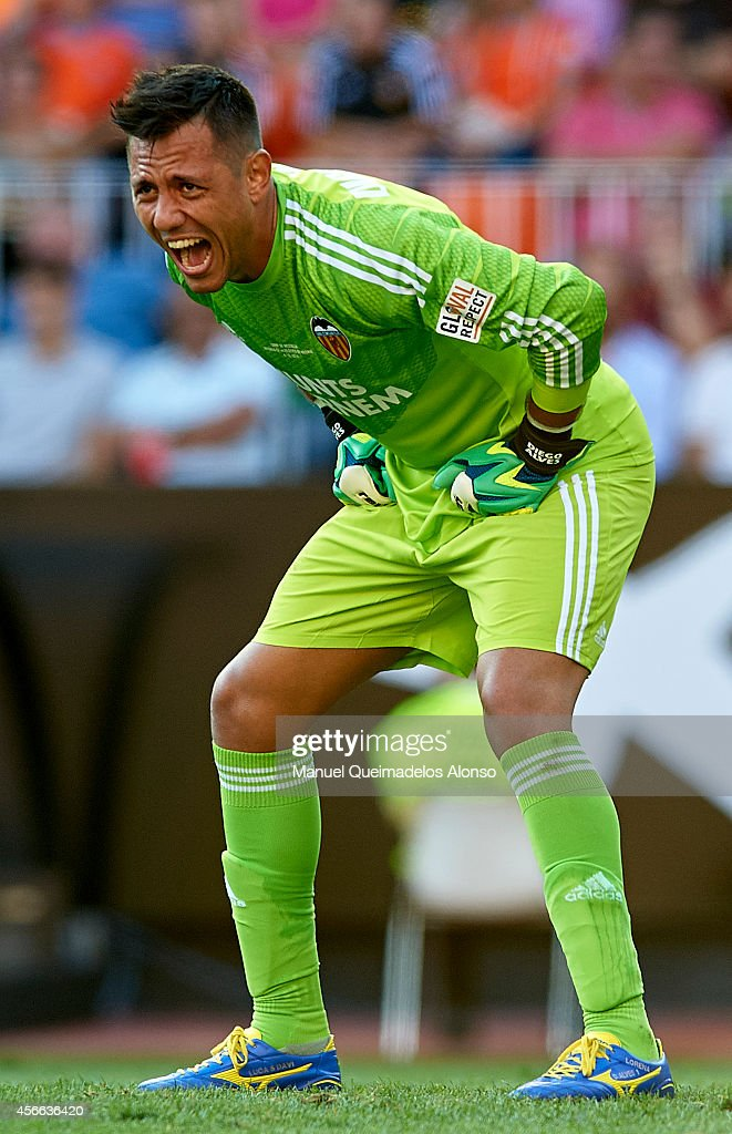 <a gi-track='captionPersonalityLinkClicked' href=/galleries/search?phrase=Diego+Alves&family=editorial&specificpeople=4817250 ng-click='$event.stopPropagation()'>Diego Alves</a> of Valencia reacts during the La Liga match between Valencia CF and Club Atletico de Madrid at Estadi de Mestalla on October 4, 2014 in Valencia, Spain.