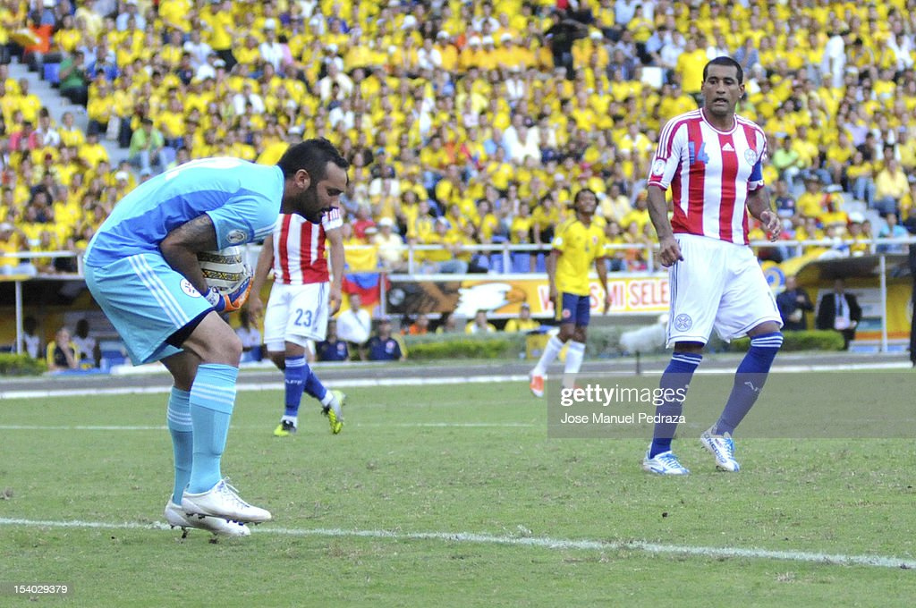 <a gi-track='captionPersonalityLinkClicked' href=/galleries/search?phrase=Diego+Barreto&family=editorial&specificpeople=2939685 ng-click='$event.stopPropagation()'>Diego Barreto</a> of Paraguay caught the ball during a match between Colombia and Paraguay as part of the South American Qualifiers for the FIFA Brazil 2014 World Cup at the Estadio Metropolitano Roberto Meléndez on October 12, 2012 in Barranquilla, Colombia.