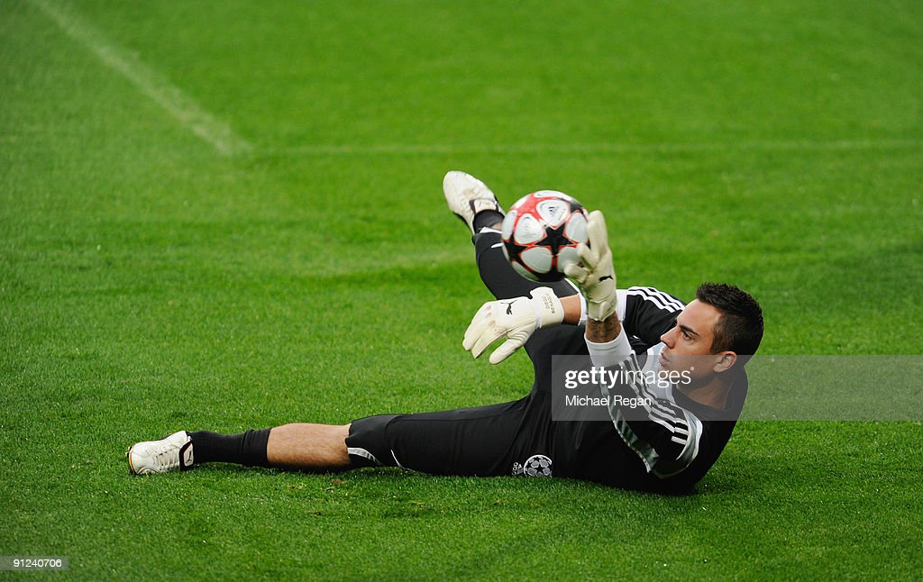 <a gi-track='captionPersonalityLinkClicked' href=/galleries/search?phrase=Diego+Benaglio&family=editorial&specificpeople=543817 ng-click='$event.stopPropagation()'>Diego Benaglio</a> catches the ball during the VfL Wolfsburg training session at Old Trafford on September 29, 2009 in Manchester, England.
