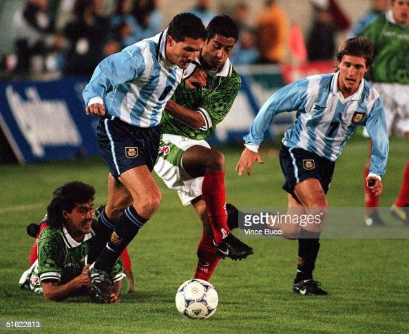 Diego Cagna and Guillermo Barros Schellotto of Argentina battle for control of the ball with Miguel Zepeda of Mexico during an exhibition game 10...