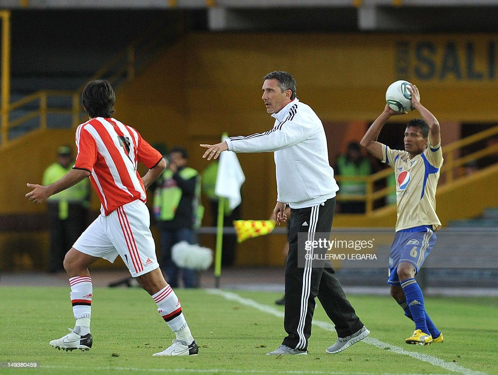 Diego Cagna coach of Argentina's Estudiantes de la Plata gives instructions to his players during their international 'Torneo de Verano Bogota 2012'...