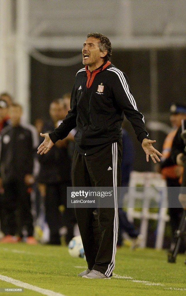 Diego Cagna coach of Estudiantes de La Plata gestures during a match between Estudiantes and Velez as part of AFA Torneo Inicial 2013 at Jose...