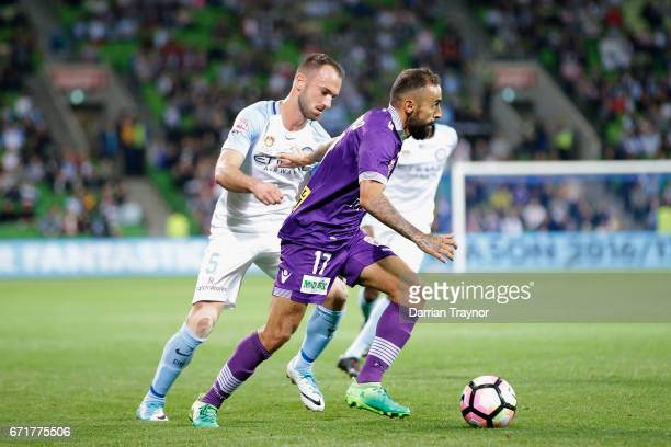 Diego Castro of Perth Glory controls the ball during the ALeague Elimination Final match between Melbourne City FC and the Perth Glory at AAMI Park...