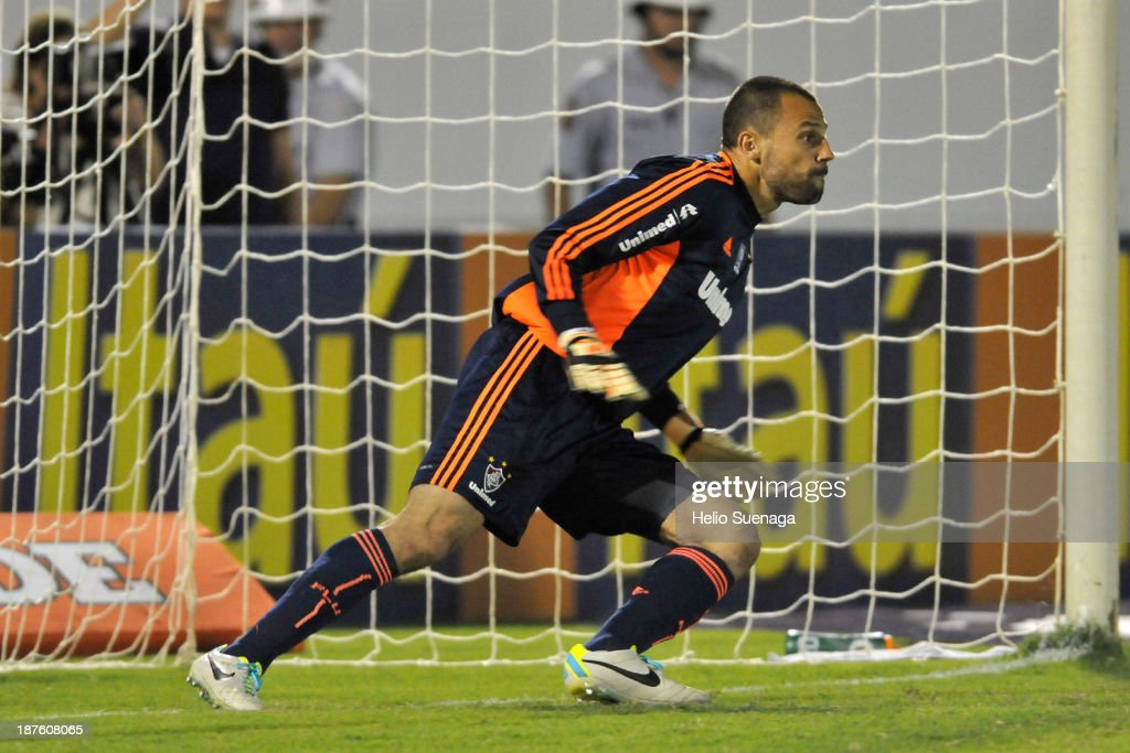 <a gi-track='captionPersonalityLinkClicked' href=/galleries/search?phrase=Diego+Cavalieri&family=editorial&specificpeople=5441023 ng-click='$event.stopPropagation()'>Diego Cavalieri</a>, goalkeeper of Fluminense during the match between Corinthians and Fluminense for the Brazilian Series A 2013 on November 10, 2013 in Araraquara, Brazil.