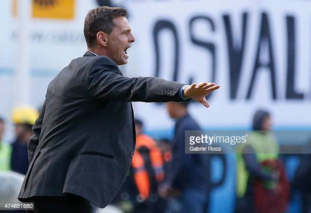 Diego Cocca coach of Racing Club gives instructions to his players during a match between Racing Club and Independiente as part of 13th round of...