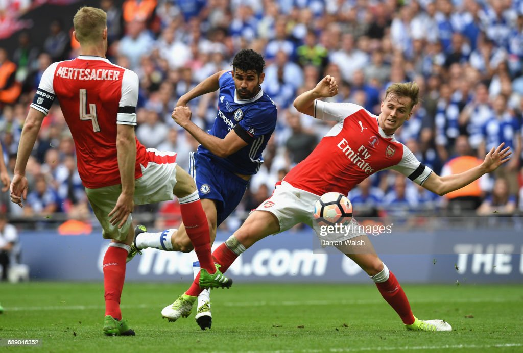 Diego Costa of Chelsea scores his sides first goal during the Emirates FA Cup Final between Arsenal and Chelsea at Wembley Stadium on May 27, 2017 in London, England.
