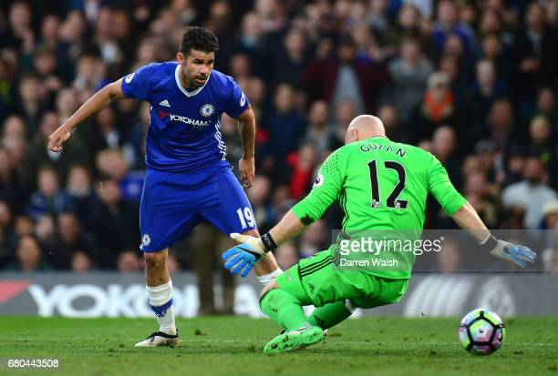 Diego Costa of Chelsea scores his sides first goal past Brad Guzan of Middlesbrough during the Premier League match between Chelsea and Middlesbrough...