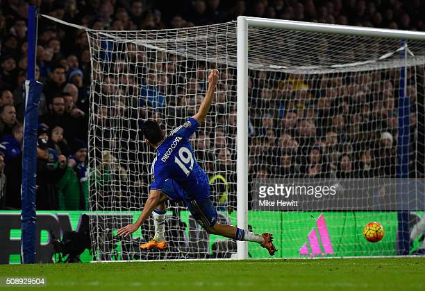 Diego Costa of Chelsea scores the equalising goal during the Barclays Premier League match between Chelsea and Manchester United at Stamford Bridge...