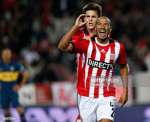 Diego Daniel Vera of Estudiantes celebrates with teammate Guido Carrillo after scoring during a match between Estudiantes and Boca Juniors as part of...