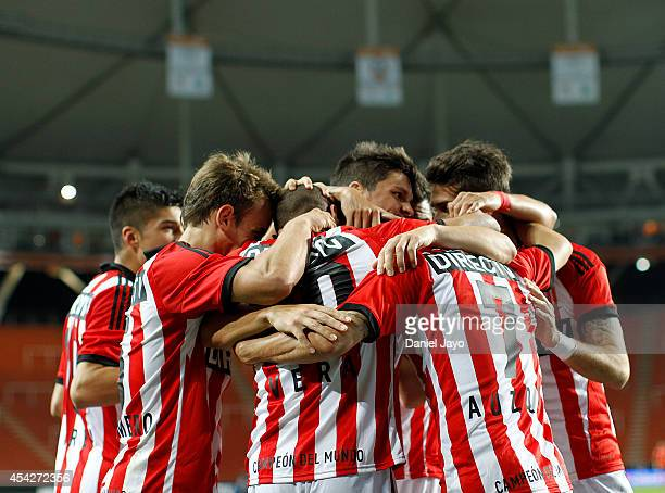 Diego Daniel Vera of Estudiantes celebrates with teammates after scoring during a match between Estudiantes and Boca Juniors as part of forth round...