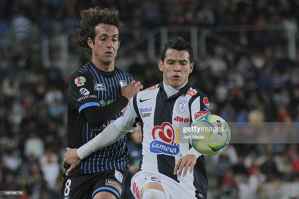 Diego de la Torre (L) of Queretaro struggles for the ball with Daniel Arreola (R) of Pachuca during a match between Pachuca and Queretaro as part of the Clausura 2013 Liga MX at Hidalgo Stadium on January 19, 2013 in Pachuca, Mexico.