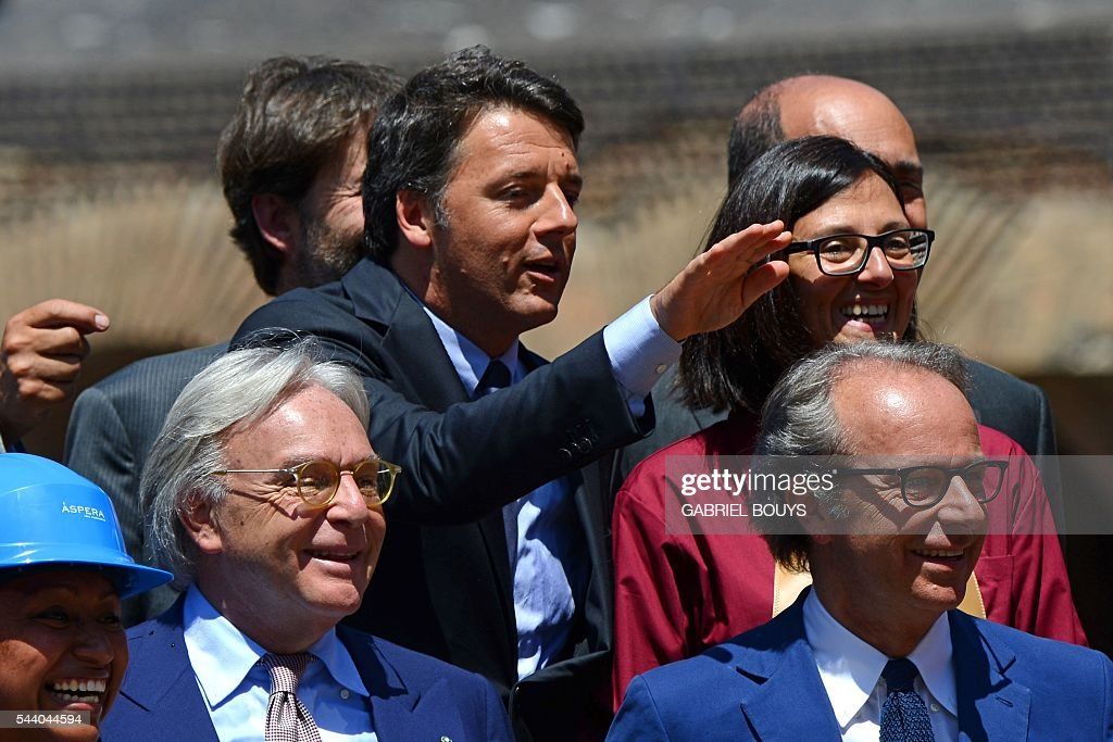 Diego della Valle (L), CEO of luxury shoe brand Tod's, jokes with his brother Andrea Della Valle (R) and Italian Prime Minister Matteo Renzi (C) during a press conference on July 1, 2016 in Rome to announce the end of the restoration of the façade of the Colosseum financed by top luxury brands. / AFP / GABRIEL