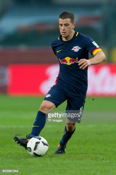Diego Demme of Leipzig controls the ball during the Bundesliga match between Borussia Moenchengladbach and RB Leipzig at BorussiaPark on February 19...