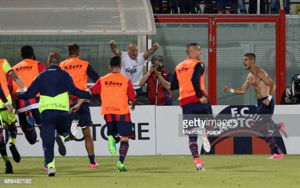Diego Falcinelli of Crotone celebrates after scoring his team's opening goal during the Serie A match between FC Crotone and SS Lazio at Stadio...