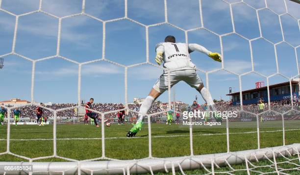 Diego Falcinelli of Crotone celebrates scores his team's opening goal with penalty during the Serie A match between FC Crotone and FC Internazionale...