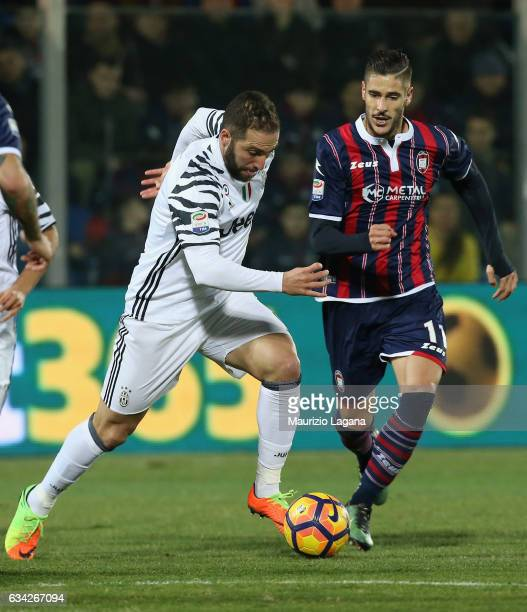 Diego Falcinelli of Crotone competes for the ball with Gonzalo Higuain of Juventus during the Serie A match between FC Crotone and Juventus FC at...
