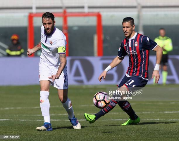 Diego Falcinelli of Crotone competes for the ball with Gonzalo Rodriguez of Fiorentina during the Serie A match between FC Crotone and ACF Fiorentina...