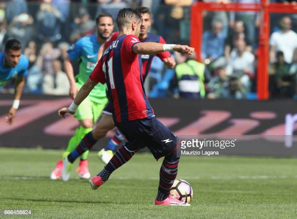 Diego Falcinelli of Crotone scores his team's opening goal with penalty during the Serie A match between FC Crotone and FC Internazionale at Stadio...