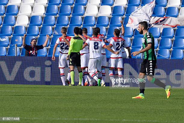 Diego Falcinelli of FC Crotone celebrates with his team mate's sfter scoring his opening goal during the Serie A match between US Sassuolo and FC...