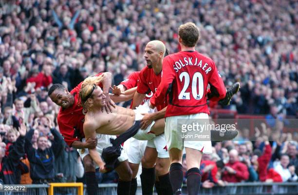 Diego Forlan celebrates his first goal for Man Utd in the Premiership as he celebrates with David Beckham Quinton Fortune Mikael Silvestre and Gary...