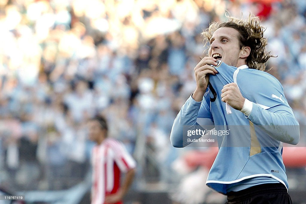 <a gi-track='captionPersonalityLinkClicked' href=/galleries/search?phrase=Diego+Forlan&family=editorial&specificpeople=171096 ng-click='$event.stopPropagation()'>Diego Forlan</a> of Uruguay celebrates scored goal during the Copa America 2011 final match between Uruguay and Paraguay at Monumental Antonio Vespucio Liberti Stadium on July 24, 2011 in Buenos Aires, Argentina.