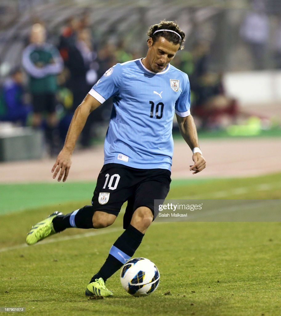 <a gi-track='captionPersonalityLinkClicked' href=/galleries/search?phrase=Diego+Forlan&family=editorial&specificpeople=171096 ng-click='$event.stopPropagation()'>Diego Forlan</a> of Uruguay in action during the FIFA 2014 World Cup Qualifier: Intercontinental Play-off First Leg between Jordan and Uruguay on November 13, 2013 in Amman, Jordan.