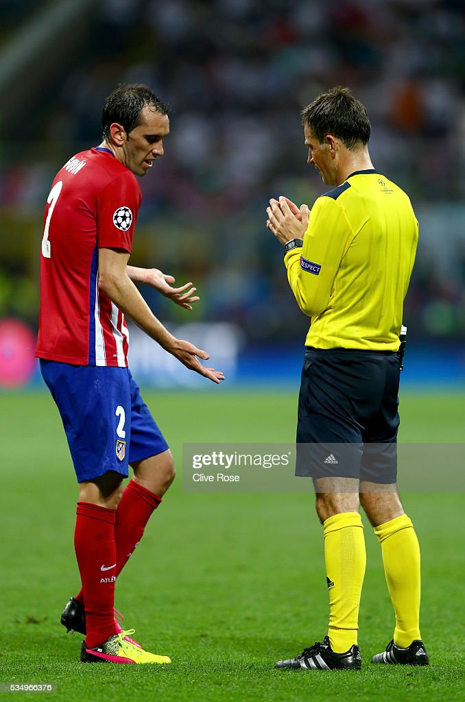 <a gi-track='captionPersonalityLinkClicked' href=/galleries/search?phrase=Diego+Godin&family=editorial&specificpeople=608999 ng-click='$event.stopPropagation()'>Diego Godin</a> of Atletico Madrid argues with the referee <a gi-track='captionPersonalityLinkClicked' href=/galleries/search?phrase=Mark+Clattenburg&family=editorial&specificpeople=2108870 ng-click='$event.stopPropagation()'>Mark Clattenburg</a> during the UEFA Champions League Final match between Real Madrid and Club Atletico de Madrid at Stadio Giuseppe Meazza on May 28, 2016 in Milan, Italy.