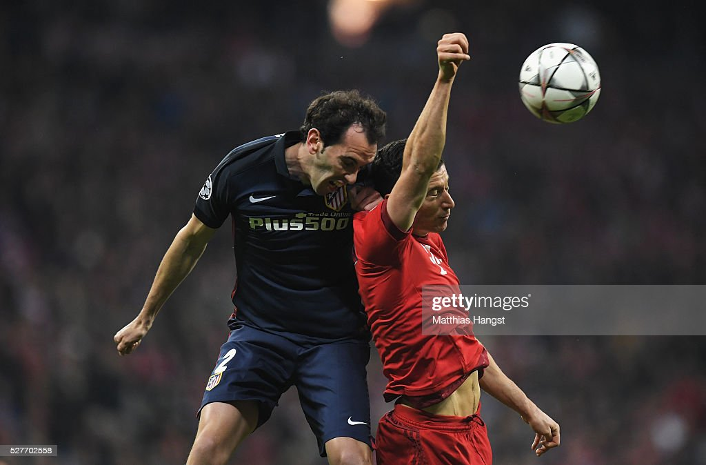 Diego Godin of Atletico Madrid outjumps <a gi-track='captionPersonalityLinkClicked' href=/galleries/search?phrase=Robert+Lewandowski&family=editorial&specificpeople=5532633 ng-click='$event.stopPropagation()'>Robert Lewandowski</a> of Bayern Munich during UEFA Champions League semi final second leg match between FC Bayern Muenchen and Club Atletico de Madrid at Allianz Arena on May 3, 2016 in Munich, Germany.