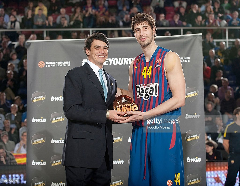Diego Guillen, Competition Director of Euroelague Basketball gives to Ante Tomic, #44 of FC Barcelona Regal the bwin MVP February trophy before the 2012-2013 Turkish Airlines Euroleague Top 16 Date 11 between FC Barcelona Regal v Besiktas JK Istanbul at Palau Blaugrana on March 15, 2013 in Barcelona, Spain.