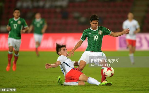 Diego Lainez of Mexico and Martin Lara of Chile in action during the FIFA U17 World Cup India 2017 group E match between Mexico and Chile at Indira...