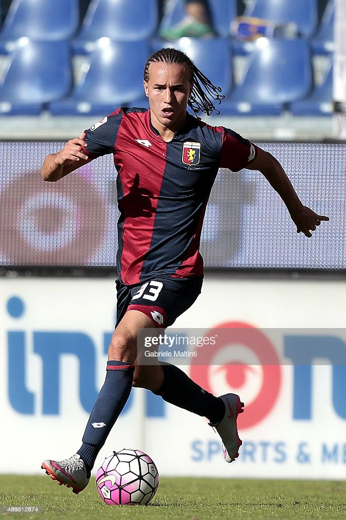<a gi-track='captionPersonalityLinkClicked' href=/galleries/search?phrase=Diego+Laxalt&family=editorial&specificpeople=11047544 ng-click='$event.stopPropagation()'>Diego Laxalt</a> of Genoa CFC in action during the Serie A match between Genoa CFC and Juventus FC at Stadio Luigi Ferraris on September 20, 2015 in Genoa, Italy.