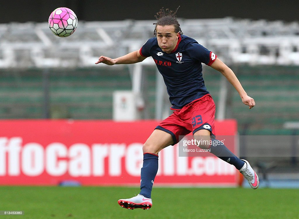 <a gi-track='captionPersonalityLinkClicked' href=/galleries/search?phrase=Diego+Laxalt&family=editorial&specificpeople=11047544 ng-click='$event.stopPropagation()'>Diego Laxalt</a> of Genoa CFC in action during the Serie A match between AC Chievo Verona and Genoa CFC at Stadio Marc'Antonio Bentegodi on February 28, 2016 in Verona, Italy.