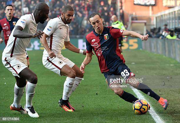 Diego Laxalt of Genoa in action challenged by Antonio Rudiger and Bruno Peres of Roma during the Serie A match between Genoa CFC and AS Roma at...