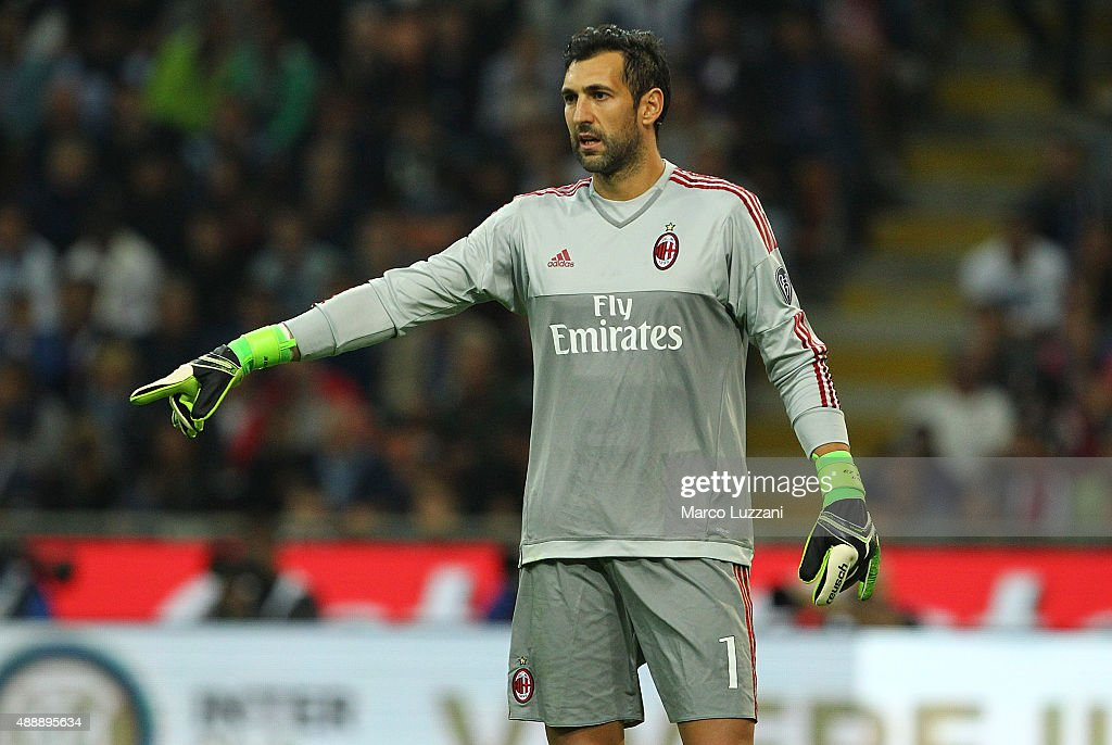 Diego Lopez of AC Milan gestures during the Serie A match between FC Internazionale Milano and AC Milan at Stadio Giuseppe Meazza on September 13, 2015 in Milan, Italy.