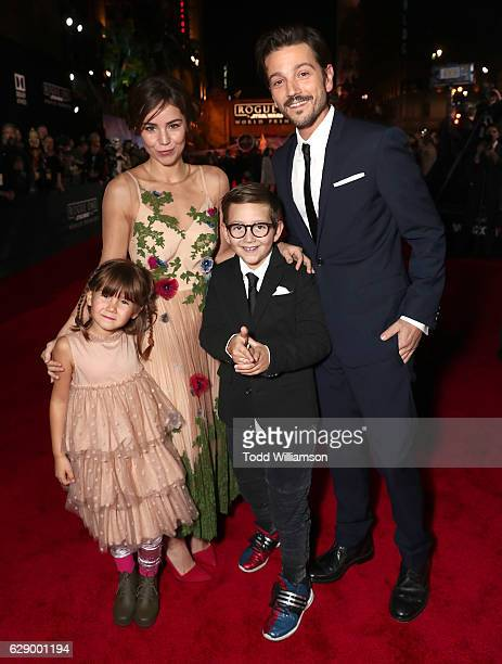 Diego Luna with Camila Sodi and children Jeronimo Luna and Fiona Luna attend the premiere of Walt Disney Pictures And Lucasfilm's 'Rogue One A Star...