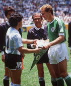 WM 1986 in Mexiko LAENDERSPIEL/FINALE DEUTSCHLAND ARGENTINIEN 23 Diego MARADONA/ARG KarlHeinz RUMMENIGGE/GER