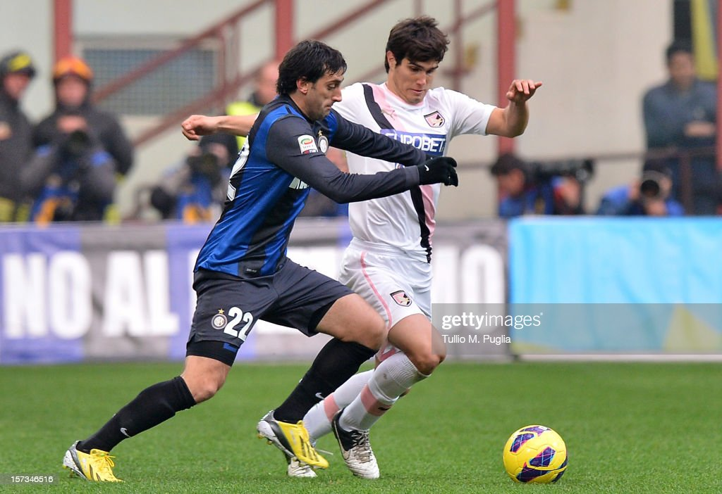 <a gi-track='captionPersonalityLinkClicked' href=/galleries/search?phrase=Diego+Milito&family=editorial&specificpeople=689963 ng-click='$event.stopPropagation()'>Diego Milito</a> (L) of Inter and <a gi-track='captionPersonalityLinkClicked' href=/galleries/search?phrase=Ezequiel+Munoz&family=editorial&specificpeople=5594686 ng-click='$event.stopPropagation()'>Ezequiel Munoz</a> of Palermo compete for the ball during the Serie A match between FC Internazionale Milano and US Citta di Palermo at San Siro Stadium on December 2, 2012 in Milan, Italy.