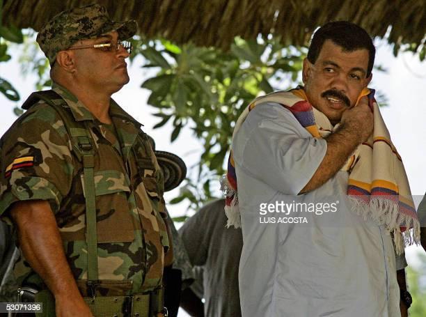 Diego Murillo alias 'Don Berna' comandante del bloque 'Heroes de Tolava' de las guerrillas de extrema derecha Autodefensas Unidas de Colombia se seca...